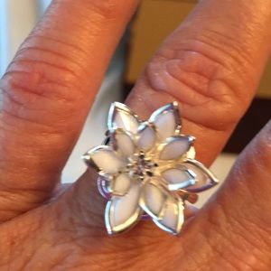 Jewelry - Flower ring